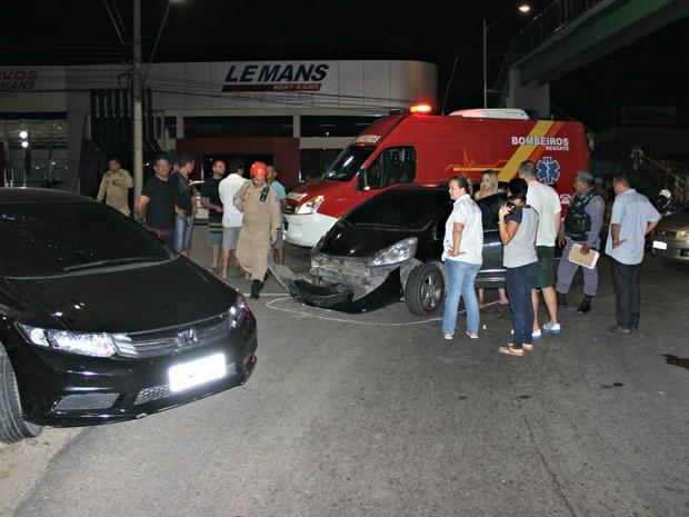 Acidente ocorreu na Avenida Mário Ypiranga, em Manaus (Foto: Gabriel Machado/ G1 AM)