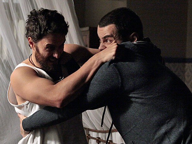 Rodrigo luta com Fernando (Foto: Amor Eterno Amor/TV Globo)