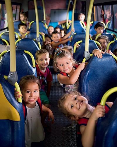 FESTA ESCOLAR Micro-ônibus  de creche em Sarandi, Rio Grande do Sul. Não é preciso  ser grande para governar bem (Foto: Ricardo Jaeger/ÉPOCA)