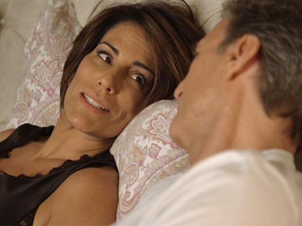 Beatriz diz que está feliz com noite passada com affair (Foto: TV Globo)