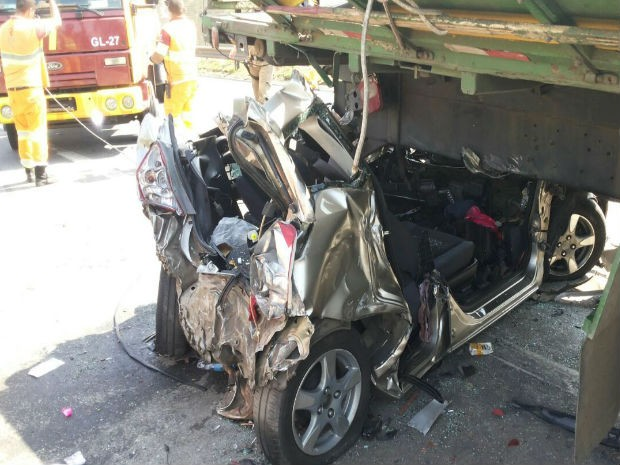 Acidente na Dutra em Jacareí (Foto: Wanderson Borges / TV Vanguarda)