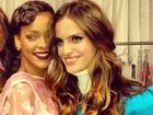 Izabel Goulart tieta Rihanna em bastidores de desfile