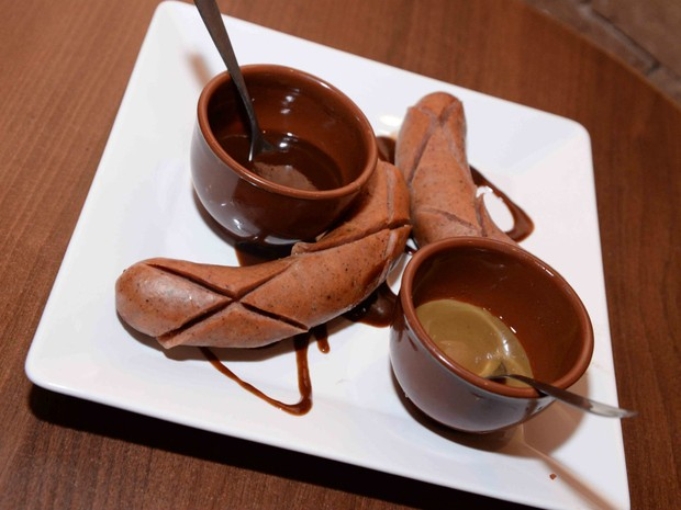 Prato com salsicha alemã é chamado de Lá Ele (Foto: Divulgação)