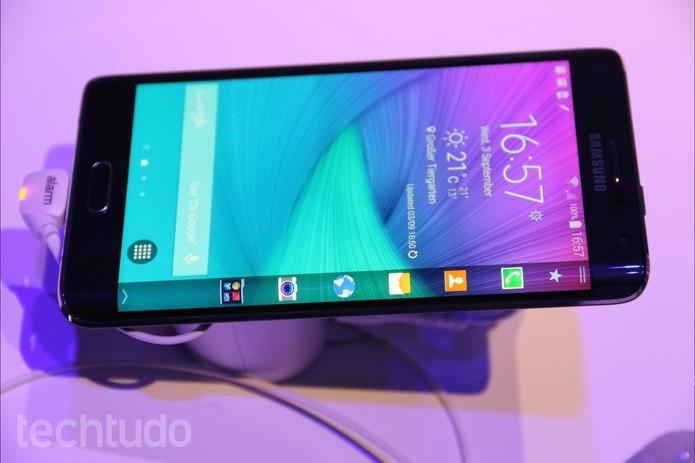 Tela do Note Edge e S6 Edge tem tamanhos diferentes mas resolução Quad HD (Foto: Fabricio Vitorino/TechTudo)