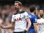 Kane faz dois, leva melhor em duelo de artilheiros, e Tottenham bate Everton
