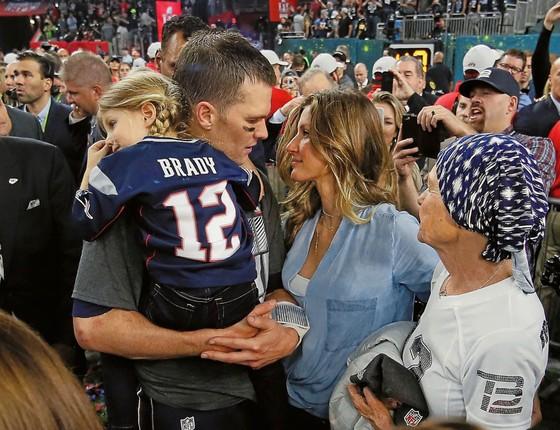 Tom Brady com Gisele e a filha Vivian no colo.Ele tem tudo (Foto: Kevin C. Cox/AFP)
