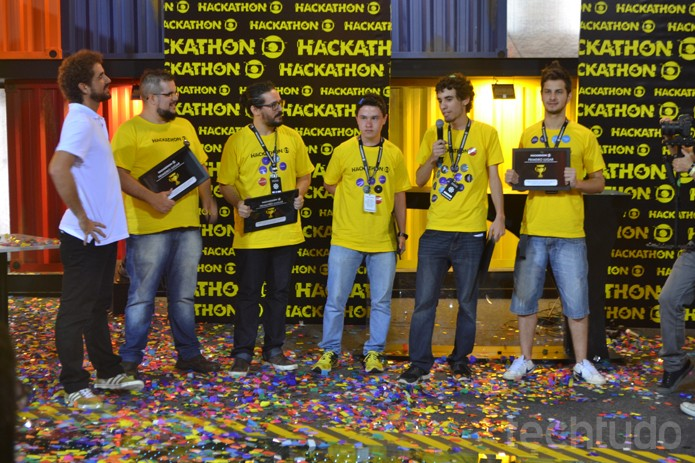 Grupo 3, com o GINFO, são os vencedores do Hackathon Globo 2016 (Foto: Caio Bersot / TechTudo)