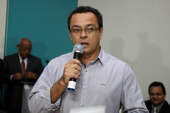 Ferreirinha presidente do Águia durante a reunião do governo com os clubes paraenses (Foto: Agência Pará)