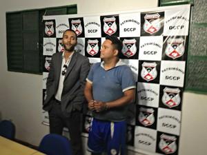 Advogado Janor Ferreira (à esquerda) e suspeito Marco Antônio (Foto: Ivanete Damasceno/G1)