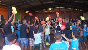 Projeto busca diminuir a vulnerabilidade social de 200 adolescentes, que ficam ociosos no contraturno escolar (Divulgação)