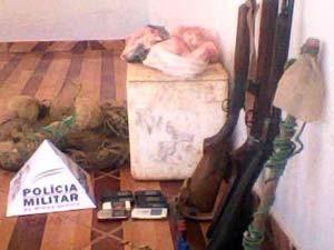 Parte dos materiais apreendidos na operação (Foto: Polícia Militar/Divulgação)