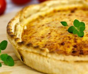 Quiche sem glúten de queijo gruyère e vegetais