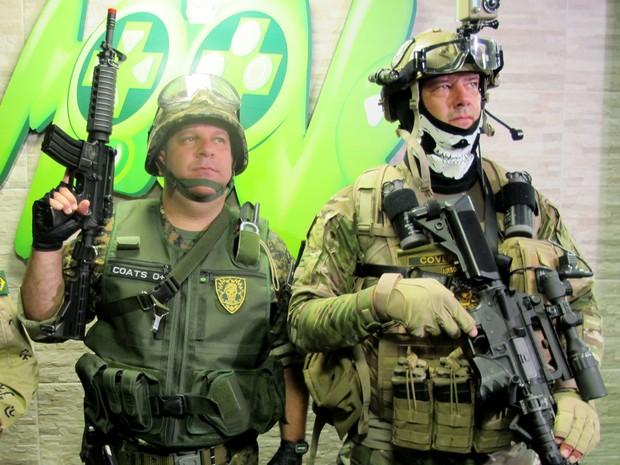 Lançamento de 'Call of Duty: Black Ops II' contou com grupo de praticantes de airsoft (Foto: Matheus Misumoto/G1)