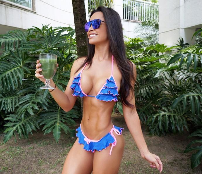 Fernanda D'avila usa suco detox para se recuperar da comilança (Foto: Arquivo Pessoal)