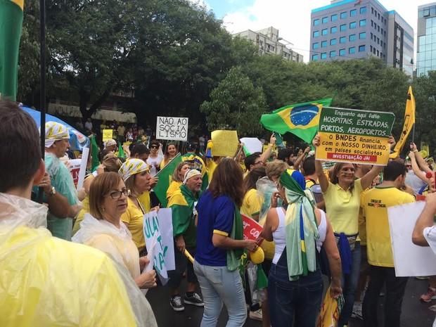Ato reúne milhares no Parcão, em Porto Alegre (Foto: Felipe Truda/G1)