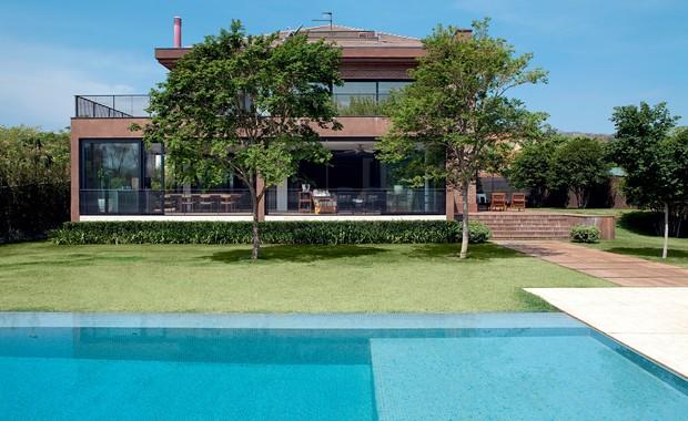 Nos tons da terra casa e jardim fachada for Casa holandesa moderna
