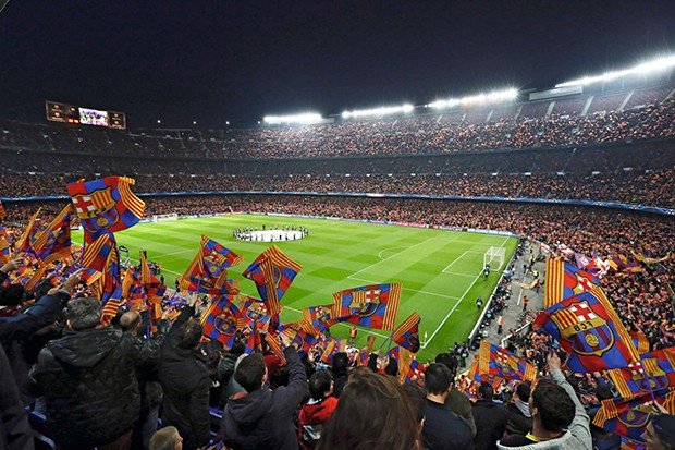 General view of the Camp Nou Stadium, supporters wave flags prior to the UEFA Champions league Quarter Final first leg football match between FC Barcelona and Club Atletico de Madrid at the Camp Nou stadium in Barcelona, Spain, on April 01, 2014. Photo: M (Foto: Corbis via Getty Images)