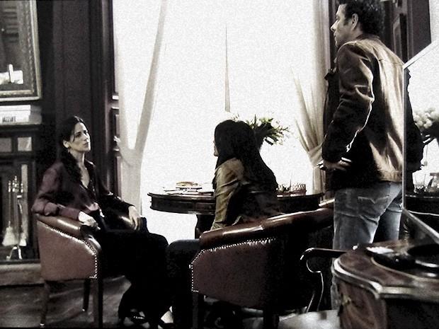 Pedroso e Rosa fecham o cerco contra a promoter (Foto: O Rebu / TV Globo)