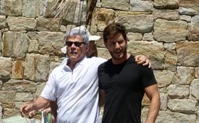 Klebber Toledo e José Mayer gravam cena de Léo e Cláudio assumindo namoro!