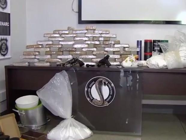 Operação Escalada prendeu 15 pessoas e apreendeu 55 kg de pasta base Goiânia Goiás (Foto: Reprodução/TV Anhanguera)