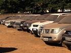 Carros apreendidos em crimes lotam pátio de delegacia em Goiânia