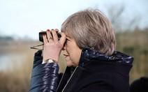 Theresa May promete erradicar desperdício de plástico no Reino Unido
