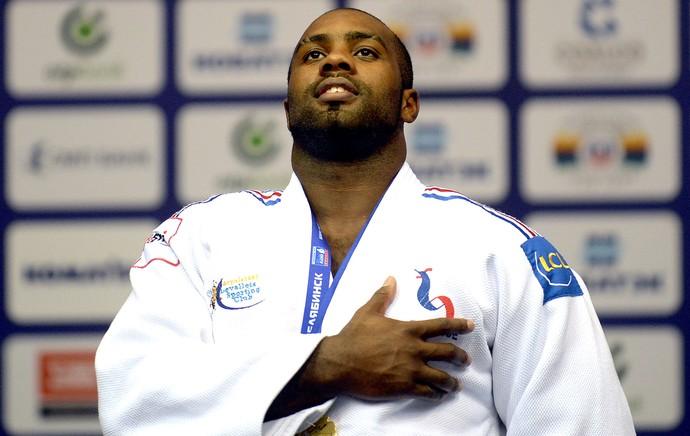 Teddy Riner medalha comemoração Mundial de judô (Foto: AFP)