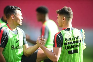 Ceará e Alex em treino do Inter  (Foto: Ricardo Duarte / Inter, DVG)