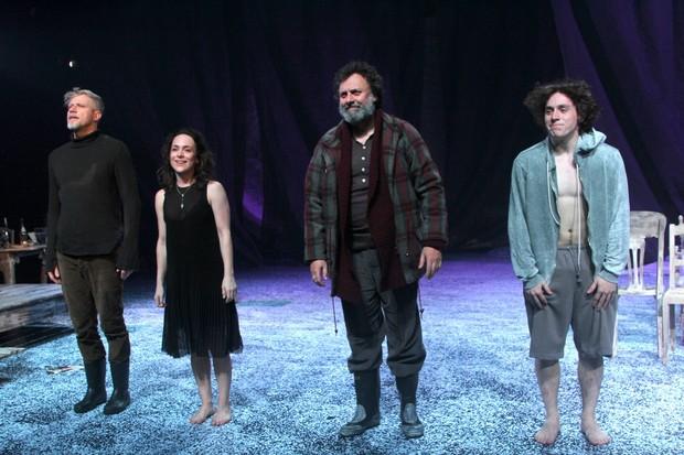Elenco da peça 'Através de um espelho' (Foto: Thiago Duran/AgNews)