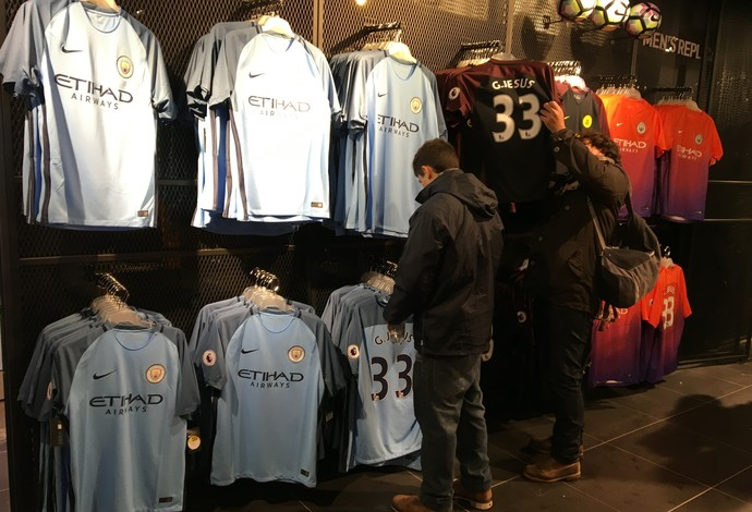 Camisas Gabriel Jesus Manchester City (Foto: Ivan Raupp)