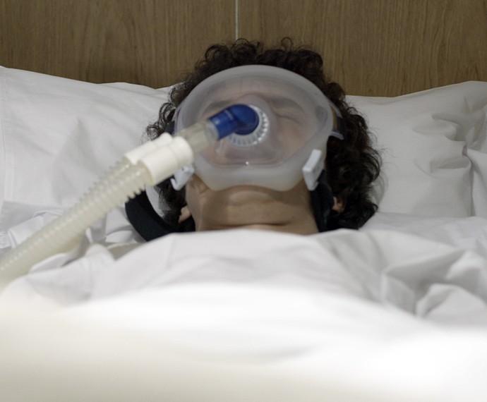 Bruno entra em coma no hospital! (Foto: TV Globo)