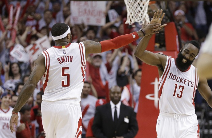 James Harden e Josh Smith Rockets x Mavs NBA - AP (Foto: AP)