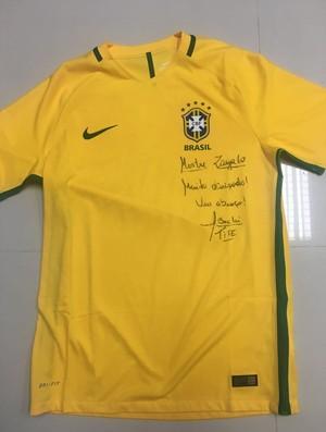 BLOG: Tite presenteia Zagallo com a Amarelinha autografada