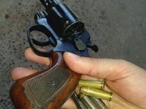 Revólver apreendido com adolescente no DF (Foto: Polícia Militar/Divulgação)