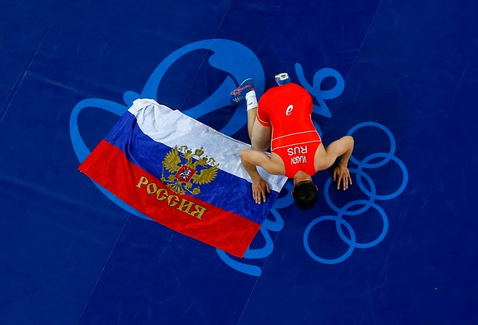 GALERIA - Russo Roman Vlasov comemora o ouro na luta olímpica estilo greco-romana (Foto: REUTERS/Toru Hanai)