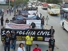 Agentes de segurança fazem protesto no Recife contra a violência