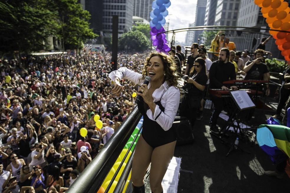 Daniela Mercury se apresentou e arrastou uma multidão na tarde deste domingo (18), na 21ª Parada do Orgulho LGBT na Avenida Paulista (Foto: Bruno Rocha/Fotoarena/Estadão Conteúdo)