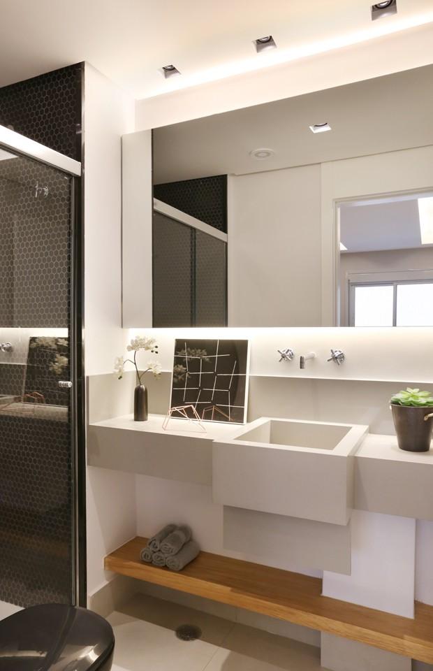 Apartamento de 66 m² traz dicas para ganhar espaço na reforma  Casa Vogue   -> Drywall Banheiro Pequeno