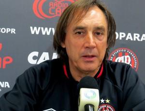 Miguel Ángel Portugal, técnico Atlético-PR (Foto: Fernando Freire)