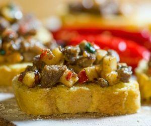 Bruschetta de carne de sol com queijo coalho