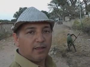 Professor faz canal de água para mil pessoas no Senegal (Foto: Reprodução/RBS TV)