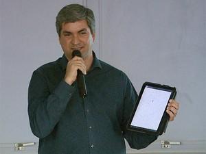 Fraga diz que desde fevereiro, CittaMobi foi baixado por 200 mil usuários (Foto: Ronaldo Gomes/EPTV)