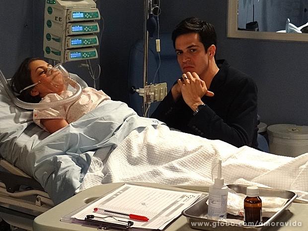 Maquiavélico ele planeja tudo atentamente (Foto: Amor à Vida / TV Globo)