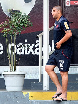 Adriano no treino do Flamengo (Foto: Ivo Gonzalez / Agencia O Globo)