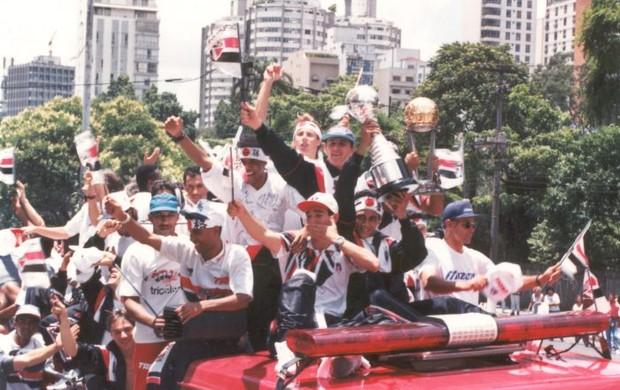 Rogério Ceni e jogadores do São Paulo comemoram título mundial em 1993 (Foto: arquivo pessoal)