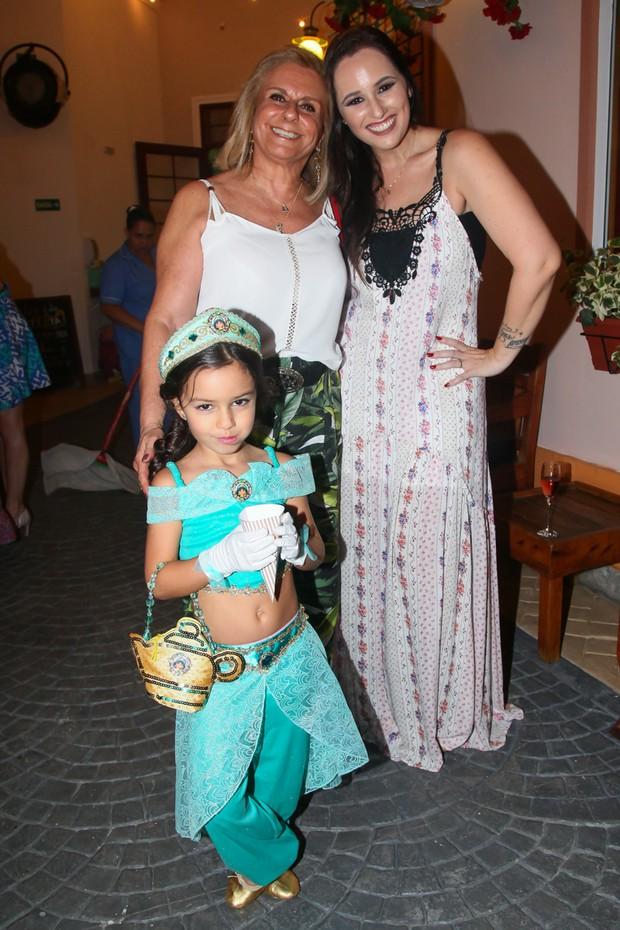 Mari Belém com a filha Laura e a sogra (Foto: Manuela Scarpa/Brazil News)