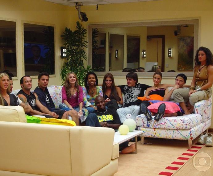Tatiana e os outros participantes do Big Brother Brasil 4 (Foto: CEDOC/TV Globo)
