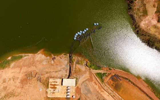 A represa Jaguari-Jacareí, do Sistema Cantareira, em Joanópolis, São Paulo, em foto de fevereiro de 2016. Represa está com cerca de 30% de sua capacidade (Foto: Carlos Nardi/WPP/Ag O Globo)