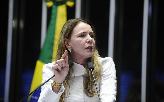 Em discurso, senadora Vanessa Grazziotin (PCdoB-AM) (Foto: Marcos Oliveira/Agência Senado)