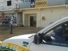 Homens arrombam porta e furtam agência  (Anari Notícia/ Reprodução)